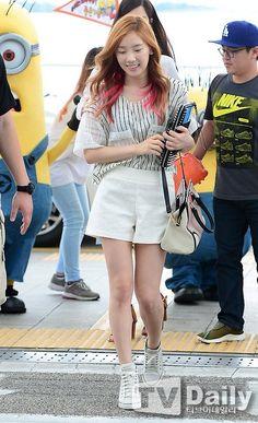 SNSD's Taeyeon // baseball tee + pink highlights