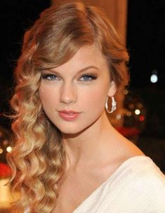 Taylor Swift in her side swept... is listed (or ranked) 1 on the list The Most Beautiful Taylor Swift Pics Ever