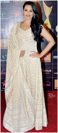 Well if THIS picture is anything to go by, then we thinks YES! Sonakshi Sinha wore an exquisite cream anarkali by Abu-Sandeep to the Star Guild Awards. The floor-length ensemble featured chikankari work with a pearl encrusted dupatta.