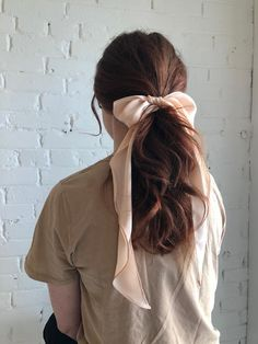 Extra long and wide silk hair ribbon to tie in a floppy bow. [m e a s u r e m e n t s & i n f o] length: 53 Easy Hairstyles For Long Hair, Scarf Hairstyles, Pretty Hairstyles, Chic Hairstyles, School Hairstyles, Celebrity Hairstyles, Ribbon Hairstyle, Hair Bow, Hairstyle With Bow