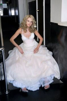 Google Image Result for http://wedding-pictures-05.onewed.com/12569/amy-michelson-posh-gown-full-skirt-white-wedding-dress.JPG