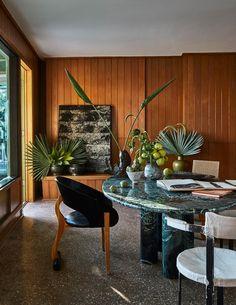 Malibu Surf, Malibu Beach House, Malibu Beaches, Miami Beach, Vintage Sofa, Vintage Nightstand, Architectural Digest, Casual Decor, Surf Shack