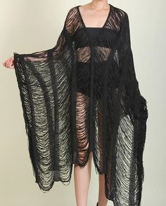 The Spooky Vegan: Goth Guide to Summer: 31 Goth Essentials to Survive the Sun Emo Fashion, Korean Fashion, Fashion Looks, Fashion Tips, Fashion Trends, Fashion Essentials, Fashion 2020, Hijab Fashion, Fashion Inspiration