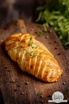 Kurczak faszerowany pieczarkami zapiekany w cieście francuskim Healthy Dishes, Healthy Recipes, Good Food, Yummy Food, How To Cook Chicken, Italian Recipes, Chicken Recipes, Brunch, Food And Drink