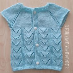 Small Pine Women and Baby Vest Cardigan Dress Knitting Model Construction – Baby out Fits Baby Cardigan, Baby Pullover, Dress With Cardigan, Knit Vest, Lace Knitting Patterns, Moda Emo, Baby Sweaters, Crochet For Kids, Mom And Baby