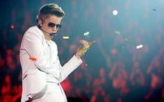 Justin Bieber Wins for Best Male Artist at Radio Disney Music Awards 2013
