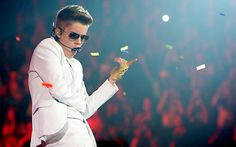 Justin Bieber Wins for Best Male Artist at Radio Disney Music Awards 2013