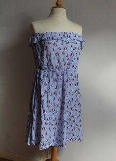À vendre sur #vintedfrance ! http://www.vinted.fr/mode-femmes/robes-dete/49703599-robe-bustier-volant-et-motifs