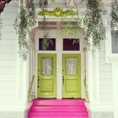 おうちの大事な『顔』ですから!フレッシュ&ブライトな玄関ドアを特集 ... ライトグリーンの双子ドア