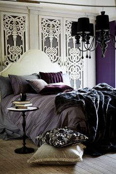 Blowing My Mind: Latest Collection « Arts Decor « Sans Retouches Aubergine Bedroom, Small Space Living, Living Spaces, Bedroom Inspo, Bedroom Decor, Hansel Y Gretel, Gothic Bedroom, Bed Styling, My Dream Home