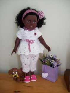 Adorable outfit for 18 inch doll. Free crochet pattern pinned from the origonal webpage in which it was found.