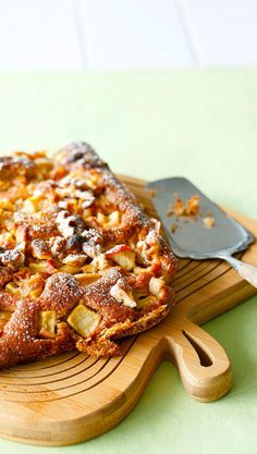 Valkosuklaa-omenapiirakka | Meillä kotona Delicious Desserts, Dessert Recipes, Sweet Pie, My Cookbook, Sweet Cakes, Let Them Eat Cake, Sweet Tooth, Food And Drink, Sweets