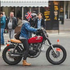 """5,029 Likes, 15 Comments - Cafe Racers and Life (@epidemic_motors) on Instagram: """"Seen by @the_unpaid_riders Custom build Honda 125 @werewolf_of_paris #motorcycle #bike #custom…"""""""