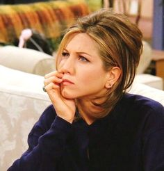 """That look when you're sitting mid-week trying to figure how far the weekend is! Check the link in the bio to buy Exclusive… Friends Cast, Friends Moments, Friends Tv Show, Friends Forever, Rachel Green Style, Rachel Green Outfits, Rachel Friends, Jenifer Aniston, Actor John"