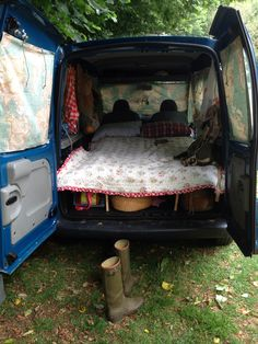 Renault Kangoo turned into mini camper.