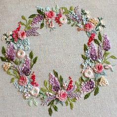 Милые вещицы для уюта и наслаждения #вышивка #ручнаяработа #рукоделие #рококо #embroideryartist #embroiderylove #embroideryart #embroidery… Bullion Embroidery, Cutwork Embroidery, Modern Embroidery, Hand Embroidery Patterns, Embroidery Designs, Embroidery Stitches, Embroidered Baby Blankets, Brazilian Embroidery, Needlepoint