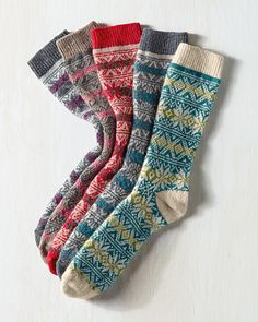 Inspired by vintage ski sweaters, our snowflake pattern adds a Nordic touch to your winter wardrobe. The special blend keeps the toes warm, and a hint of stretch ensures a smooth fit.
