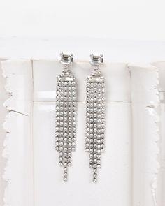 Vous recherchez des Boucles D'oreille Ornées De Cristaux HOLLY Isabel Marant? Retrouvez tous les détails sur notre boutique en ligne officielle et commandez les pièces de votre icône de mode.