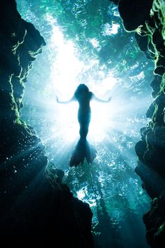 The Neverland Mermaid iPhone Skin by Brett Stanley Photography - iPhone 8 Dark Mermaid, Siren Mermaid, Mermaid Art, Mermaid Stories, Mermaid Pictures, Mermaids And Mermen, Real Mermaids, Underwater Photography, Abstract Photography