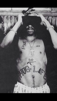Who was Tupac Shakur? Tupac was an American rap artist/actor born Lesane Parish Crooks in New York. He was the son of Afeni Shakur, a former Black. Tupac Photos, Tupac Pictures, Millie Bobby Brown, Shay Mitchell, 2pac Makaveli, Tupac Art, Tupac Lyrics, Tupac Wallpaper, Tupac Shakur