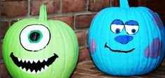 Disney Painted Pumpkin idea Monsters Inc with Mike and Sully Try one of these Disney painted pumpkins to wow your neighbors this Halloween! Humour Halloween, Theme Halloween, Diy Halloween Decorations, Halloween Pumpkins, Halloween Crafts, Sully Halloween, Disney Halloween, Halloween Labels, Spooky Halloween