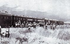 British field hospital train collecting wounded soldiers after the Battle of Colenso on December 1899 during the Boer War Inner World, British Colonial, African History, Ambulance, World War I, Military History, Around The Worlds, Soldiers, December