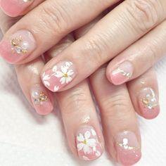 さりげない桜でファッションにも合わせやすい。 オシャレのワン...|MERY [メリー]