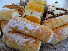Kremrole Czech Recipes, Polish Recipes, Hot Dog Buns, French Toast, Food And Drink, Dessert Recipes, Bread, Cheese, Breakfast