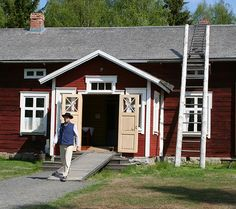 Museokahvila Köökipiika toimii vanhassa Ylikärpän maalaistalossa. Kahvila on avoinna päivittäin.  Oulu (Finland)