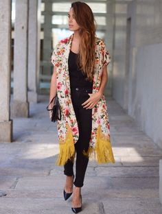 Siempre tan encantadora ... Maria del blog stellawantstodie con kimono de Ewigem. http:/www.stellawantstodie.net/2014/05/the-perfect-kimono.html