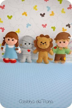 How CUTE! Wizard of Oz characters by Maisonette Cloth. :p