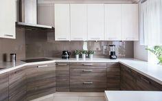 Simple kitchen in nude tones