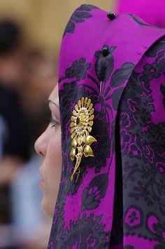 #Sant_Efisio - the flower on the shawl #imparisardinia #sardinia #tradiotional