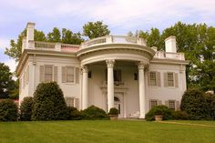 "The Allandale Mansion was nicknamed ""The White House of Kingsport."" built in Georgian Architecture, Architecture Design, Visit Tennessee, Tennessee Honey, Tennessee Walking Horse, Curved Staircase, Hip Roof, New York, Historic Homes"