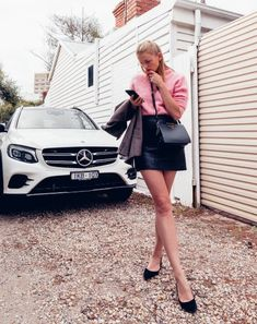 first-date outfit ideas: pink sweater and leather skirt Club Outfits For Women, Summer Outfits Women, Clothes For Women, Autumn Outfits, Woman Outfits, Date Outfit Casual, Casual Outfits, Cute Outfits, Beautiful Outfits
