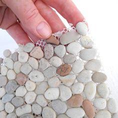 Stone Crafts, Rock Crafts, Diy Home Crafts, Arts And Crafts, Diy Para A Casa, Garden Items, Garden Supplies, Art Supplies, Stone Art