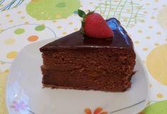 Sacher-torta Jenő Cheftől recept képpel. Hozzávalók és az elkészítés részletes leírása. A sacher-torta jenő cheftől elkészítési ideje: 70 perc