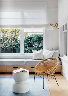 Felix_Forest_Est_Magazine_CAbungalow_remodelista_current_obsessions. Bench extends from one wall to the other. cushion only 3/4 of the way. The leftover portion has a plant / books on it.
