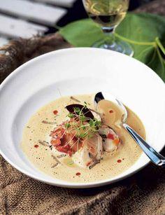 - Den här hummersoppan är själva kungen av soppor! säger Leif Mannerström. Detta är en av de mest populära rätterna på hans restaurang. Hans hetaste tips är att slösa på cognacen, då får soppan extra sting, avslöjar Mannerström.