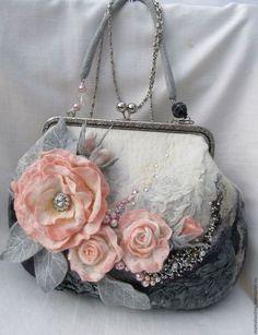 designer bags and handbags purses Vintage Purses, Vintage Bags, Vintage Handbags, Vintage Shoes, Felt Purse, Diy Purse, Handmade Handbags, Handmade Bags, Handmade Bracelets