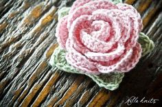 Free pattern: Crochet Rose... yup I can't get enough of roses and hearts :)