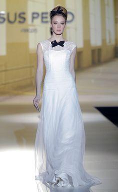 #Vestido-esmoquin de #JesúsPeiró, ideal para una #novia minimalista y atrevida.