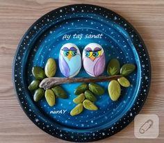 Taş boyama baykuşlu ahşap pano tamamen el boyaması bir çalışma. taş boyamada hangi boyalar kullanılır, ahşap üzerine hangi teknikler uygulanır 10marifet.org'dan ilham alın...