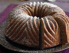 vegan maple bundt cake.