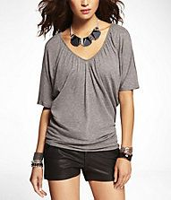 RUCHED V-NECK WEDGE TEE