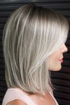 Shoulder Length Lob With Layered Front ❤. Shoulder Length Lob With Layered Front ❤️ Try one of these funky medium length hairstyles for thick hair. Thicker hair can be a pain to style, but with the right cut you can look like Hairstyles With Bangs, Straight Hairstyles, Thick Hair Hairstyles Medium, Hair Styles For Thick Hair Medium, Blonde Long Bob Hairstyles, Bobs For Thick Hair, Baddie Hairstyles, Summer Hairstyles, Thin Wavy Hair
