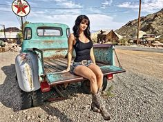 Vintage Pickup Trucks, Classic Chevy Trucks, Old Trucks, Classic Cars, Trucks And Girls, Car Girls, Bus Girl, Girl Facts, Chevy Pickups