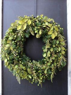 couronne de noël vert pour la porte d'entrée