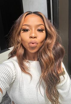Hair Color Ideas hair color ideas for black women Honey Brown Hair, Brown Hair With Highlights, Light Brown Hair, Brown Hair Sew In, Curly Hair Styles, Natural Hair Styles, Hair Laid, Weave Hairstyles, Hairstyles 2018