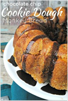 This Chocolate Chip Cookie Dough recipe is so easy to make, who doesn't love Monkey Bread? When you need to bring food to an event, this is the dessert you want to bring! Warning: it will disappear in (Monkey Bread Recipes) Easy Desserts, Delicious Desserts, Dessert Recipes, Health Desserts, Dessert Ideas, Breakfast Recipes, Cookie Dough Recipes, Chocolate Chip Cookie Dough, Dessert Chocolate